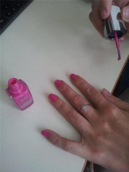 """Лак для ногтей """"Glam Wear"""" с глянцевым эффектом"""