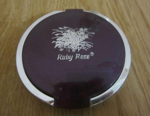 двойные тени от Ruby Rose
