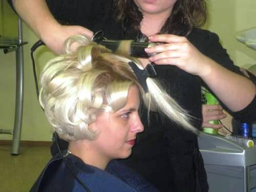Как накрутить короткие волосы на плойку самой себе